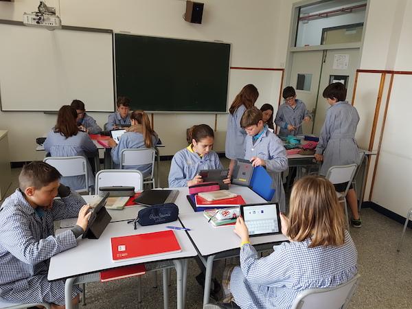 Primària Escola Meritxell de Mataró Classe amb iPads